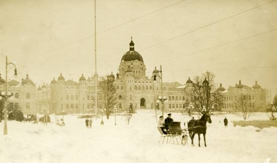Parliament Buildings, Victoria BC. during great snow of 1916, with horse drawn sleigh on Government Street. (Courtesy Patrick Family Album/Oak Bay Archives)