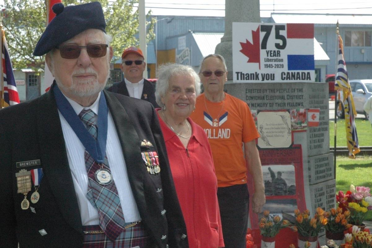 Dutch liberation commemorated at Duncan cenotaph