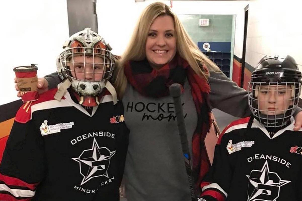 COVID-19: Vancouver Island nurse honoured as 'Unsung Hero' by Canucks, BC Hockey
