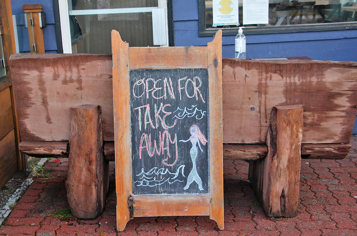 A sign outside Ucluelet's Blue Room on Monday morning advises patrons that the restaurant has gone back to take-out only. (Andrew Bailey photo)