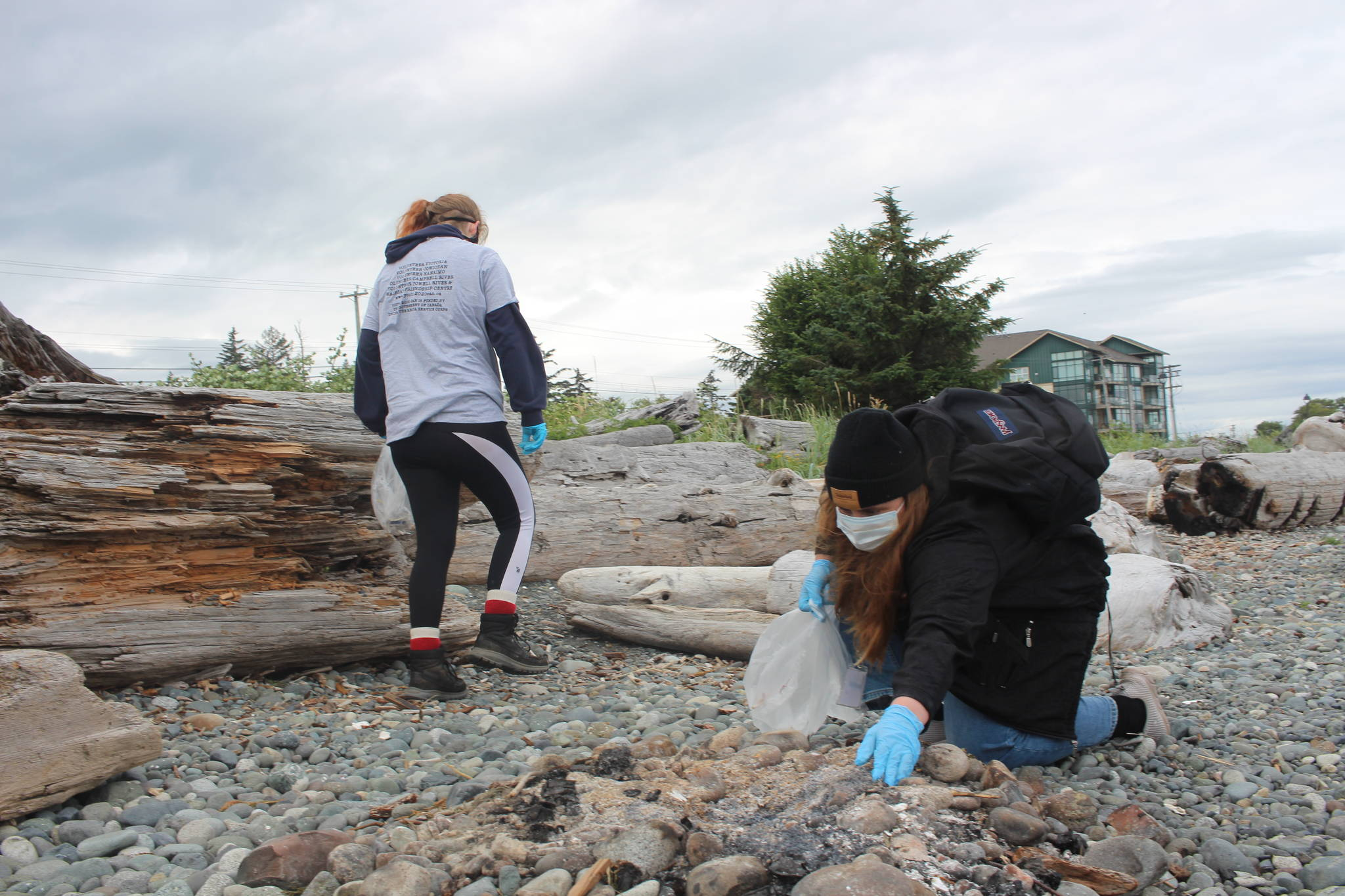 Volunteer Campbell River-affiliated group Youth Can 20/20 was one of the many social services groups at work this year. Photo by Marc Kitteringham, Campbell River Mirror.