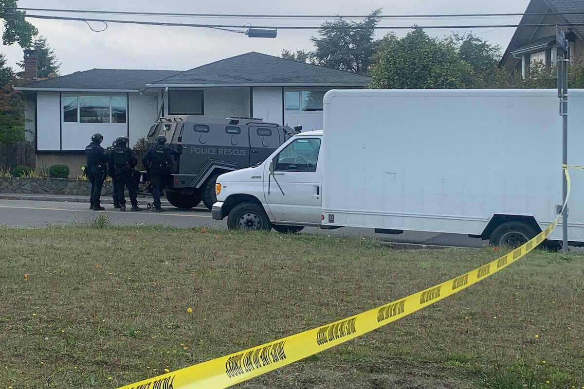 Victoria police outside a residence at the intersection of Cedar Hill and Gosworth roads for an incident on Sept. 28. (Jane Skrypnek/News Staff)